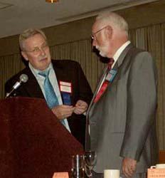 Chuck Moore presenting the banquet speaker medal to Graham Esler