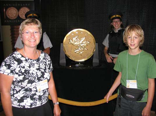 Cathy and Matthew VanBrunshot with the 100kg Gold Coin at the Royal Canadian Mint Booth